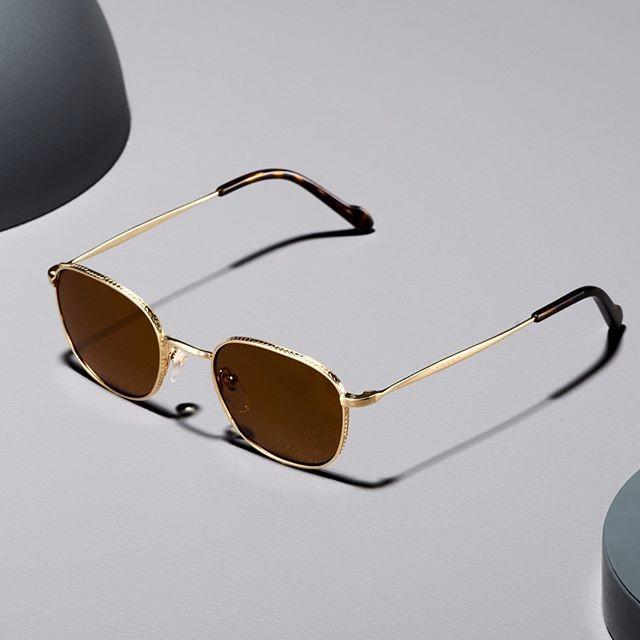 גברים יקרים, משקפי שמש אומרים עליכם לא מעט. ⠀ נצלו את הטיפ שלנו ותגיעו לבחור מסגרת חדשה 😉⠀ @vogueeyewear