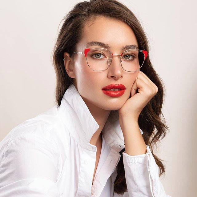 החטא הראשון שלנו לשנה החדשה: משקפי הראייה של  KOYA💋  מחכים לכם עם קולקציה חדשה בסניפים!  חג שמח . . . . . #משקפיים #חגים #מתנהלחגים #משקפיראייה #קולקציהחדשה