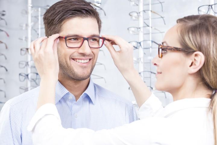 בלי אופטומטריסט לא קונים משקפיים